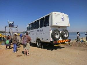 """Unser Truck beim überqueren des """"Chobe"""""""