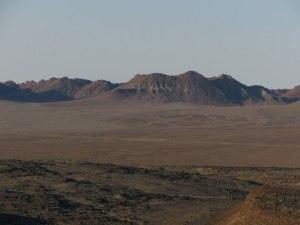 Direkt hinterm Fluss ist wieder karge Wüstenlandschaft